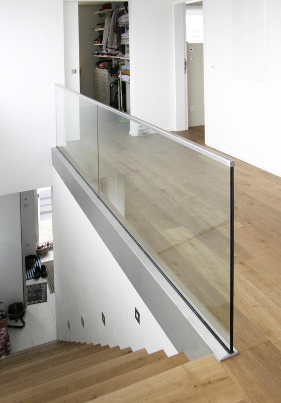 absturzsicherung aus glas glasmalerei sattler. Black Bedroom Furniture Sets. Home Design Ideas