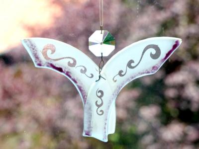 Glasmalerei Sattler - Engel aus Glas, gesandstrahlt und verschmolzen