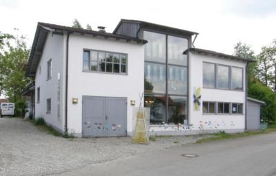 Glasmalerei Sattler - Ateliergebäude im Buchenwerg 2, Scheuring von außen