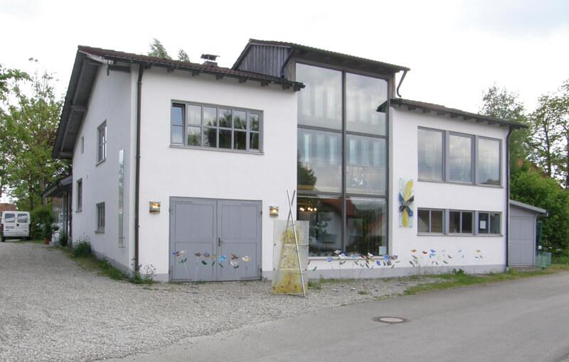 Die Glasmalerei Sattler von außen, Werkstattgebäude