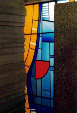 Glasfenster, Entwurf: Franz Höchstötter, Ausführung: Glasmalerei Sattler